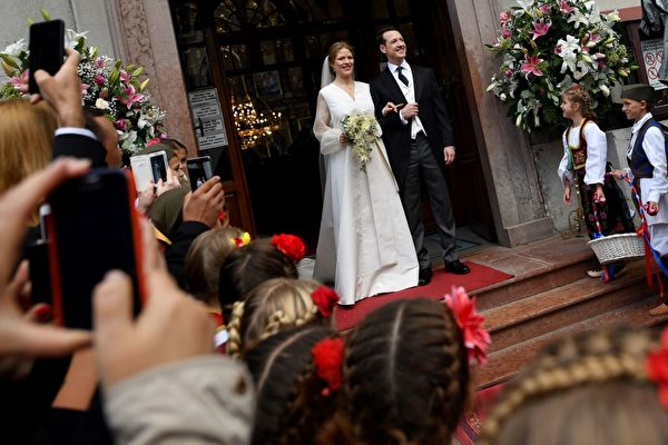 10月7日,菲利浦王子迎娶达尼卡。(ANDREJ ISAKOVIC/AFP/Getty Images)