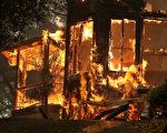 北加州遭遇十多场野火肆虐,烧焦了该州著名的葡萄酒之乡。北加州大火至少造成15人死亡,150人失踪。(Justin Sullivan/Getty Images)