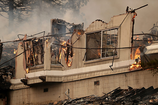 SANTA ROSA, CA - OCTOBER 09: Flames consume a section of the Hilton Sonoma Wine Country on October 9, 2017 in Santa Rosa, California. Ten people have died in wildfires that have burned tens of thousands of acres and destroyed over 1,500 homes and businesses in several Northen California counties. (Photo by Justin Sullivan/Getty Images)