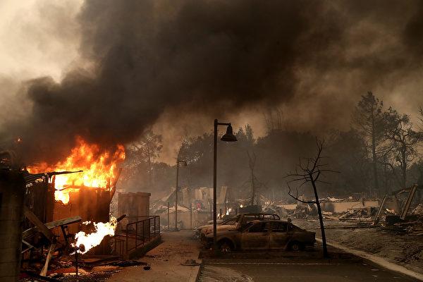截至星期一晚上,加州野火燒毀了超過119,032英畝的土地。(Justin Sullivan/Getty Images)