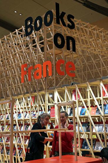 2017 年法兰克福书展主宾 国法国的展厅。 (Hannelore Foerster/Getty Images)