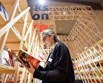 2017 年法蘭克福書展主賓國法國的展廳。(Thomas Lohnes/Getty Images)