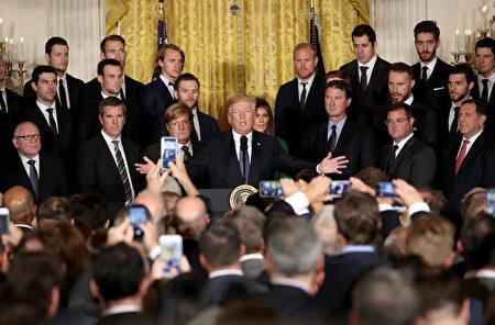 10月10日,川普在白宫活动上演讲。(Win McNamee/Getty Images)