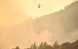 肆虐的加州大火除导致人员伤亡失踪外,还摧毁3500栋建筑。强风和干燥天气预计会引发额外的火势。(JOSH EDELSON/AFP/Getty Images)