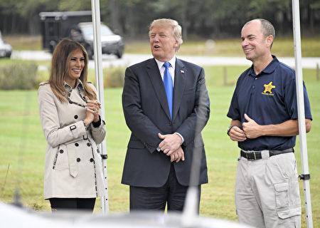 美国总统川普(特朗普)及第一夫人梅拉尼亚周五(13日)在马里兰州的特勤人员训练营,观看了特勤人员施展紧急救护的演练。 (Ron Sachs - Pool/Getty Images)