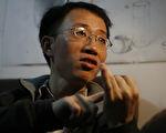 居住在北京的中國知名維權人士胡佳(如圖)說,他被通知在十九大期間要到遠地「度假」,原本希望去廈門市,但公安不答應。(FREDERIC J. BROWN/AFP/Getty Images)