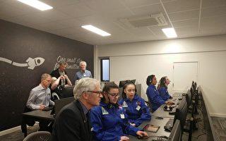 阿德萊德Hamilton航天學校 9月28日正式對外開放,圖為該校任務控制室內景。(Sean/大紀元)