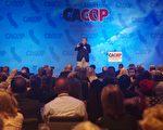 10月20日晚,川普总统的前首席战略顾问史蒂夫‧班农 (Steve Bannon) 在安纳罕万豪酒店召开的加州共和党大会VIP招待会上发表演讲。(David Chen/大纪元)