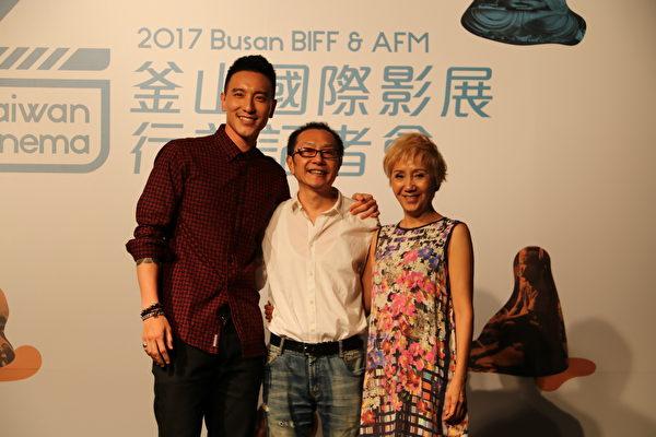 (左起)《盗命师》男主角王阳明、导演李启源、演员陆弈静。(国家电影中心提供)