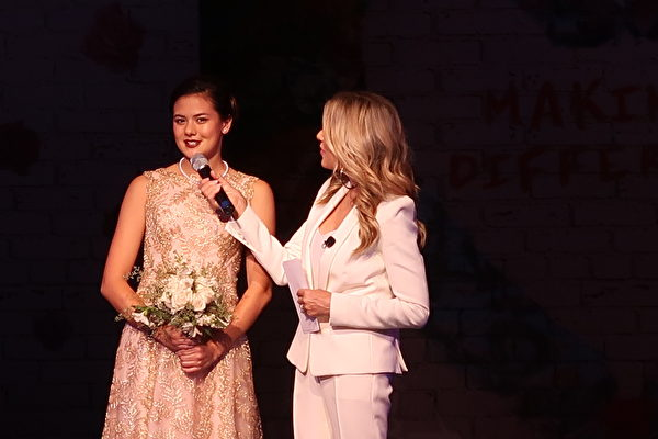 拥有二分之一华裔血统的亚凯迪亚高中生皮克林(Sydney Pickering)成为第一百届玫瑰公主。(徐绣惠/大纪元)