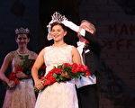 伊莎贝拉‧玛兹(Isabella Marez)加冕成为玫瑰花车游行中的第一百位玫瑰皇后。(徐绣惠/大纪元)