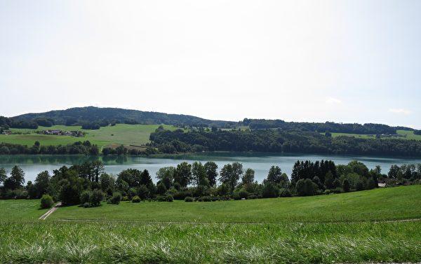 馬特湖距薩爾茨堡不到18公里,風景如畫。(黃芩/大紀元)