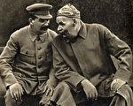 1931年斯大林与高尔基在一起。(公有领域)