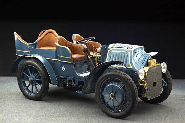 1901年的 LohnerPorsche(Fahr(t)raum保時捷世界提供)