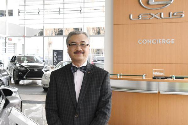 Lexus of Calgary車行的銷售經理Ron Mak