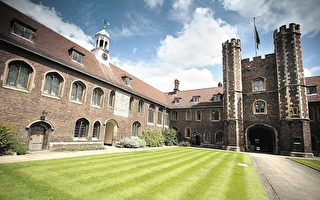 教育部公佈新提案,要求英國大學必須確保捍衛校園內的言論自由。圖為劍橋大學校園一隅。(Bruno Vincent/Getty Images)