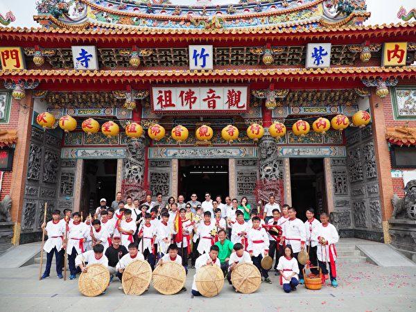 内门紫竹寺以宋江阵艺阵演出,欢迎泰国媒体踩线团到访。(高雄市观光局提供)