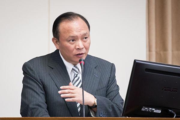 農委會主委林聰賢23日表示,避免香蕉未來產銷失衡,啟動三項措施,包括源頭管理、資訊公開、加強去化等。(陳柏州/大紀元)