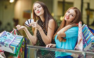 名牌折扣商場(Outlet mall),香港俗稱散貨場,中國大陸則直接以普通话的音譯「奧特萊斯」為名,是由名牌貨品生產商以折扣價錢直接零售給消費者的商場。 (Fotolia)