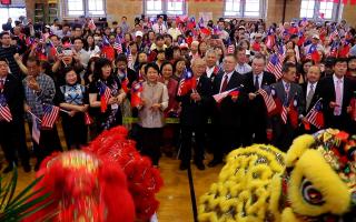 皇后区侨学界千人在公立第20小学,欢庆中华民国106年双十国庆。 (林丹/大纪元)
