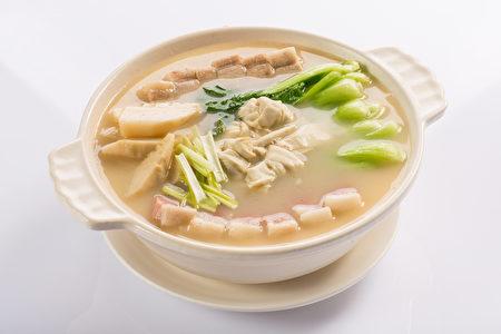 砂锅腌笃鲜。(红粟上海经典小吃提供)
