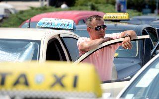 「優步」在紐約的運營,給傳統出租車行業造成很大的挑戰。 ( STRINGER/AFP/Getty Images)