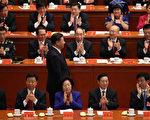 中共十八届三名政治局委员张春贤(z左一)、刘奇葆(右、二一)、李源潮(左二)都提前出局。( Lintao Zhang/Getty Images)