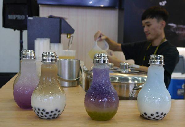 高雄國際食品展今年增設珍珠奶茶形象館,希望藉此推廣珍珠茶飲文化,協助業者海外布局。(方金媛/大紀元)