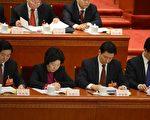 江派中宣部部長劉奇葆(左一)未能入新一屆政治局委員。(GOH CHAI HIN/AFP/Getty Images)