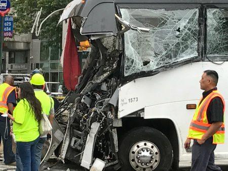 大利公司巴士在法拉盛造成3死16伤的严重车祸。