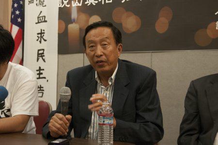 旅居美国的红二代罗宇表示,习近平如果要走回毛泽东那个时代就完了,如果要把中国这条大船引入世界民主大潮,那就有出路了。 (周凤临)