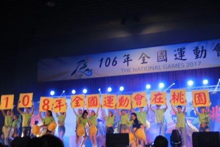桃园市永平工商啦啦队表演。(谢月琴/大纪元)