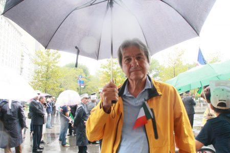 意裔纽约人季卡迪(Ziccardi)先生谈铭记历史的重要性。