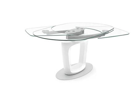 "Orbital""星际轨道""餐桌:由著名意大利跑车法拉利的设计团队Pininfarina(宾尼法利纳)设计。(Voyager提供)"