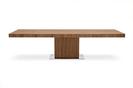可伸缩悬臂木质餐桌(Park Wood Cantilever Table)。(Voyager提供)