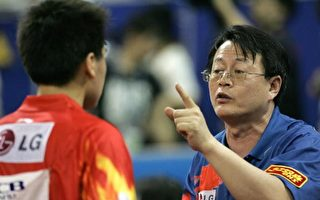 SHANGHAI, CHINA:  Chinese coach Wu Jingping (R) speaks to Hao Shuai of China during his match against Michael Maze Denmark in their quarter-final singles in the World Table Tennis Championships in the Shanghai Sports Gymnasium, 05 May 2005.  Maze came from behind to  beat Hao 4-3 (5/11, 8/11, 6/11, 12/10, 11/7, 11/9, 11/6  to advance to the semi-finals.   AFP PHOTO/Peter PARKS  (Photo credit should read PETER PARKS/AFP/Getty Images)
