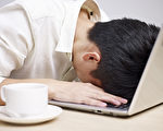 腎上腺疲勞症表現為焦慮、失眠等,是負擔過重的成功人士的折磨。(Shutterstock)