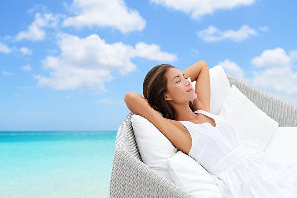 陽光對身體健康有重要效用,但做日光浴有幾點注意事項。(Shutterstock)