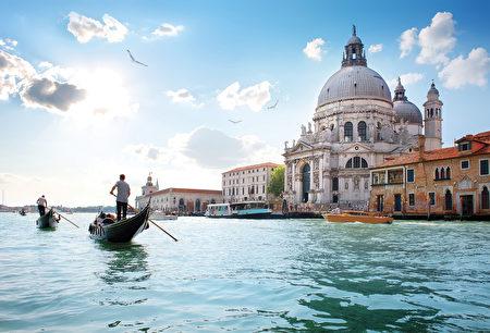 美丽气候和多彩文化传统下诞生的意大利美食,令人倾倒。(Shutterstock)