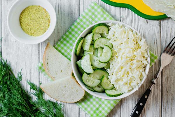 几十年来,健康专家都在警告我们注意钠的摄入量。因此很多人追求低盐饮食。(Shutterstock)