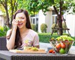 """湾区中医师常欣提倡""""营养能量疗法"""",通过有机、健康蔬果,搭配全营养粉和纤维粉为人体排毒。(Shutterstock)"""