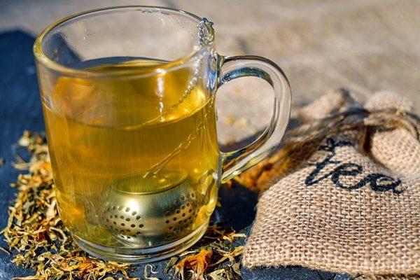 泡過的茶葉渣不要丟,曬乾後點燃可以驅蚊。(pixabay)
