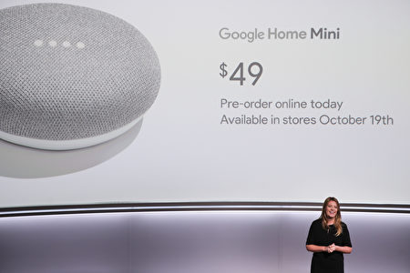小巧简洁的Home Mini是Google Home的迷你版。(ELIJAH NOUVELAGE/AFP/Getty Images)
