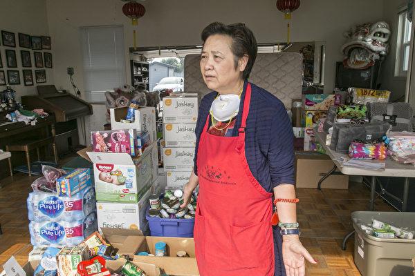 聖塔羅莎市紅木區華人協會會長王潘瑞貽,非常感謝華人僑胞踴躍捐助。(曹景哲/大紀元)