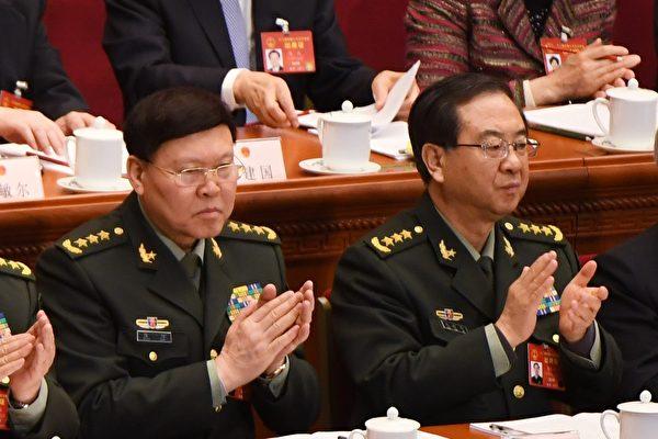 纽时10月11日披露,中共军委委员房峰辉(右)、张阳(左)被当局调查。(GREG BAKER/AFP)