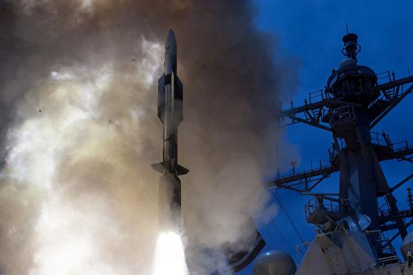 美国海军进行了一系列成功的标准导弹-6(SM-6)型导弹测试。(AFP PHOTO / US NAVY/HANDOUT)