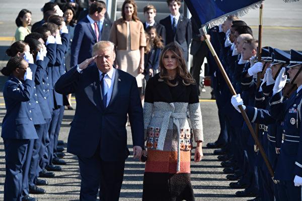 美国总统川普伉俪11月5日抵达其亚洲之行的首站日本访问。(Kazuhiro NOGI/POOL/AFP)