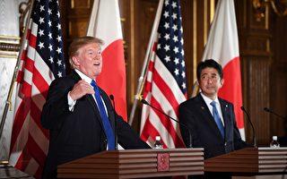 图为美国总统川普和与日本首相安倍晋三在11月6日举行两国首脑会谈后,联合召开了美日首脑记者会。 (JIM WATSON/AFP)