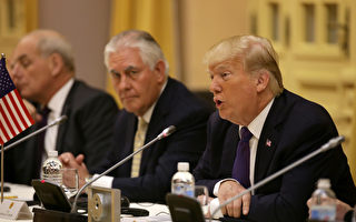 美國總統川普於11月12日表示,如果能與朝鮮領導人金正恩成為朋友,那對朝鮮和全世界而言,都將是「好事」。圖為他於當天與越南領導人進行雙邊會談。(Na Son Nguyen / POOL / AFP)