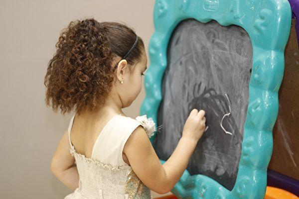 要把孩子教育好,最关键的就是亲子关系要处理好。(pixabay)